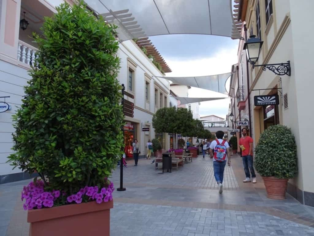 Outlet Mall in Spata